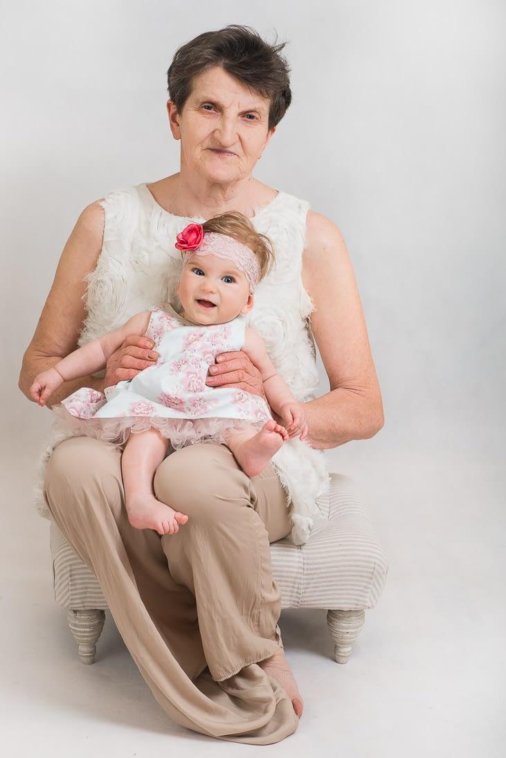 sesja-rodzinna-z-babcią