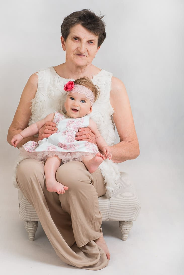 sesja-rodzinna-z-babcia
